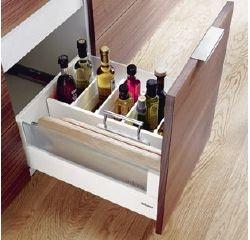 Intivo Blum Orgaline - Bottles and cutting Boards